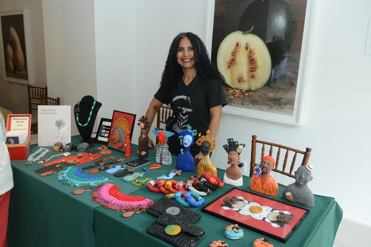 Olga Ayala, Artisan