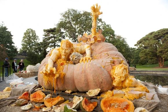 Halloween: la zucca Zombie più grande del mondo