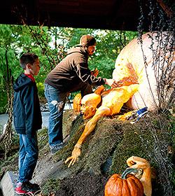 Ray Villafane Zombie carving The Haunted Pumpkin Garden
