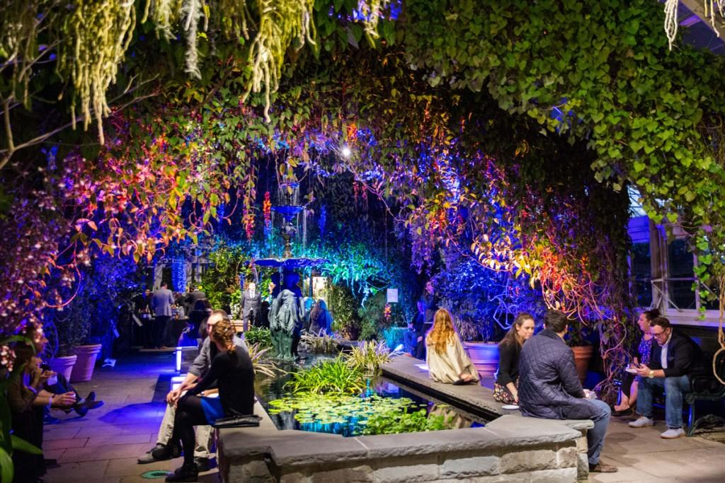 Young Garden Circle Lounge