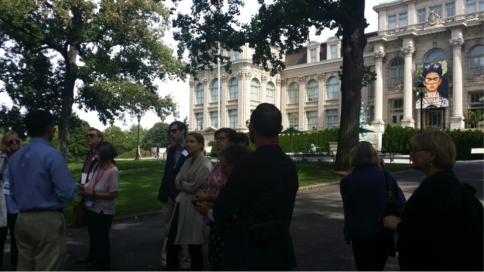 Todd Forrest and Study Day participants discuss the majestic Tulip Tree Allée, planted in 1903.