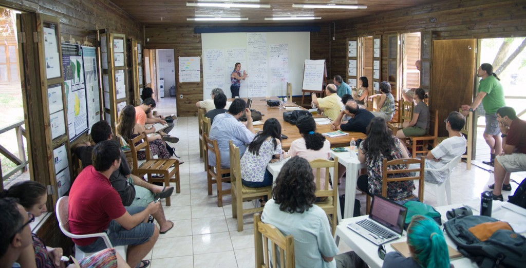 Prof. Ana Carnaval of the City College of New York leads the discussion at the first meeting of the Atlantic Forest team in São Paulo, February 2014.